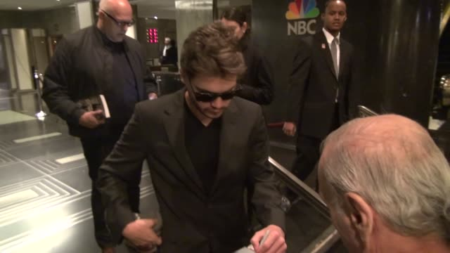 emile hirsch and stephen dorff sign for and pose with fans in the lobby of nbc studios in rockefeller center celebrity sightings in new york ny on... - stephen dorff stock videos & royalty-free footage