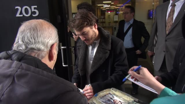 emile hirsch exits the good day new york show and signs autographs for fans in new york city celebrity sightings in new york city ny on 12/03/13 - 有名人のサイン点の映像素材/bロール