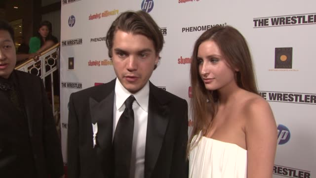 emile hirsch talks about sean penn's oscar win, why he loves slumdog millionaire and the message behind the white ribbon on his jacket at the fox... - ショーン・ペン点の映像素材/bロール