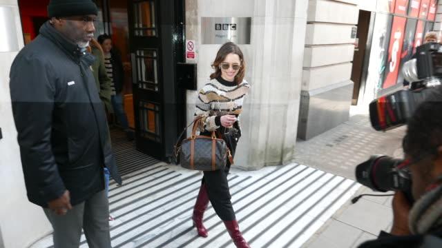 vídeos y material grabado en eventos de stock de emilia clarke at bbc radio 2 at celebrity sightings in london on march 03, 2020 in london, england. - bbc radio