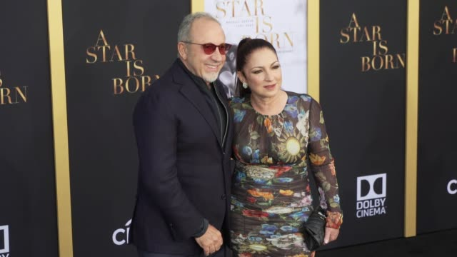 vídeos y material grabado en eventos de stock de emilio estefan and gloria estefan at the a star is born los angeles premiere at the shrine auditorium on september 24 2018 in los angeles california - emilio estefan