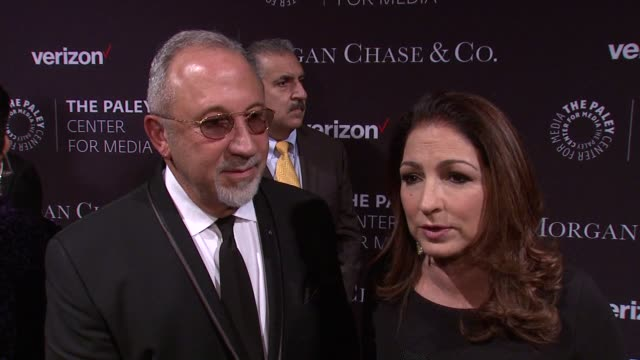 vídeos y material grabado en eventos de stock de interview emilio estefan and gloria estefan on watching i love lucy as they arrived from cuba and not realizing how rare it was to see someone from... - emilio estefan