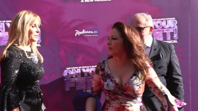 vídeos y material grabado en eventos de stock de emilio estefan gloria estefan iris smith at the london coliseum on june 27 2019 in london england - emilio estefan