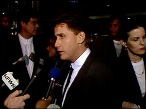 emilio estevez at the 'freejack' premiere at grauman's chinese theatre in hollywood, california on february 14, 1992. - emilio estévez video stock e b–roll