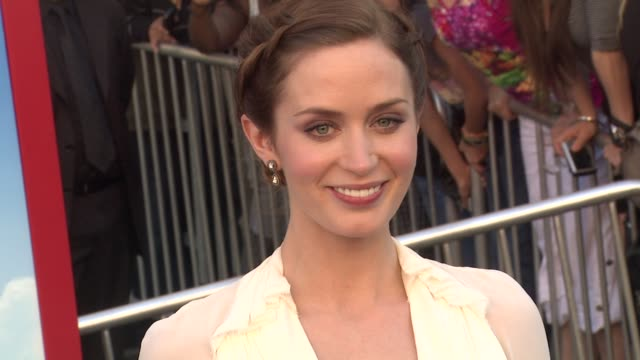 emily blunt at the 'gnomeo juliet' premiere at los angeles ca - amrapali stock videos & royalty-free footage