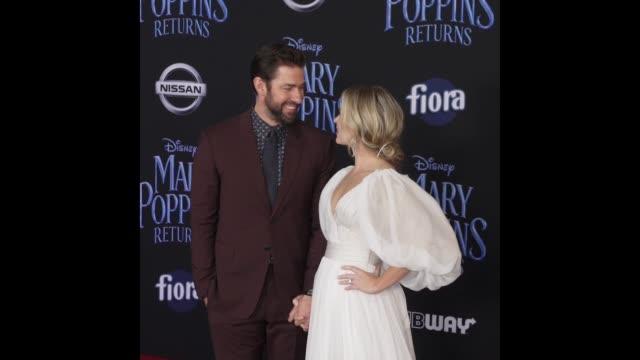 emily blunt john krasinski at disney's mary poppins returns world premiere - john krasinski video stock e b–roll