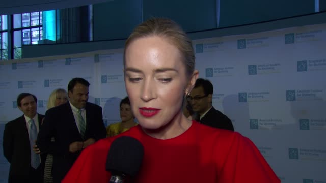 interview emily blunt speaks on the importance of the american institute for stuttering at gustavino's on june 26 2017 in new york city - organisierte gruppe stock-videos und b-roll-filmmaterial