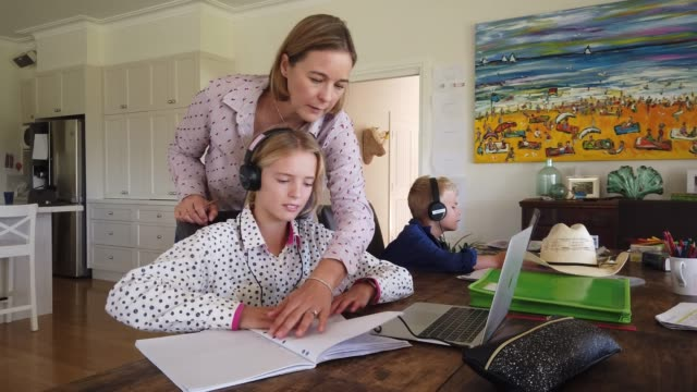 emily bowman home schools her children sybella alessia and oliver on april 05, 2020 in tarpoly creek, australia. former wallaby player tom bowman and... - home economics点の映像素材/bロール