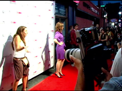 vidéos et rushes de emily deschanel at the the aids healthcare foundation presentation of 'hot in hollywood' at the henry fonda/music box theatre in hollywood,... - henry fonda theatre