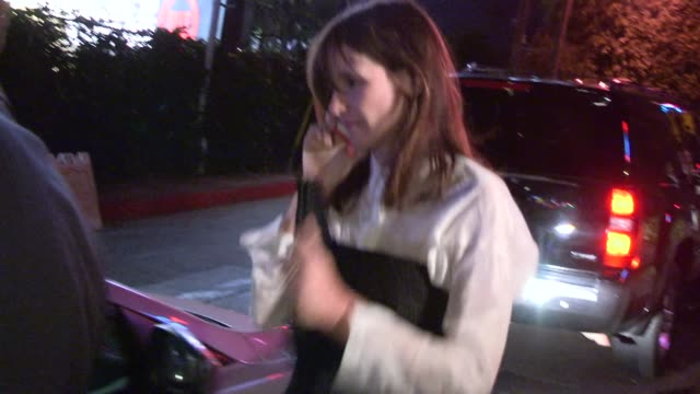 stockvideo's en b-roll-footage met emily mortimer & alessandro nivola departing the chateau marmont in west hollywood - celebrity sightings in los angeles on june 17, 2014 in los... - alessandro nivola