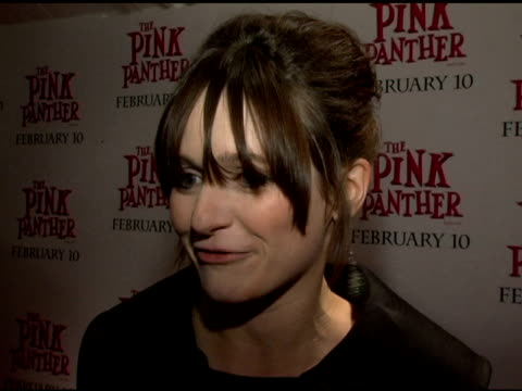 vídeos y material grabado en eventos de stock de emily mortimer on choosing different types of films and doing physical comedy for the first time working with steve martin putting on a french accent... - steve martin