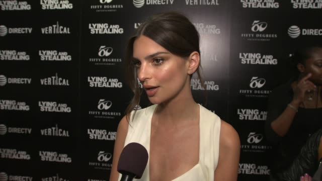 """stockvideo's en b-roll-footage met emily ratajkowski on how this role came about, on working with theo, on her character being manipulative at """"lying and stealing"""" premiere at... - interview ruw materiaal"""