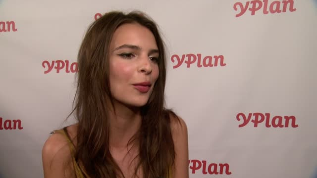 stockvideo's en b-roll-footage met emily ratajkowski talks about why yplan will come in handy, on pharrell williams's performance tonight, on her favorites to win an emmy, on miley... - interview ruw materiaal