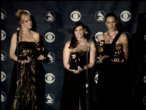 emily robison, martie maguire and natalie maines of the dixie chicks: album of the year, record of the year, song of the year and best country... - プレスルーム点の映像素材/bロール