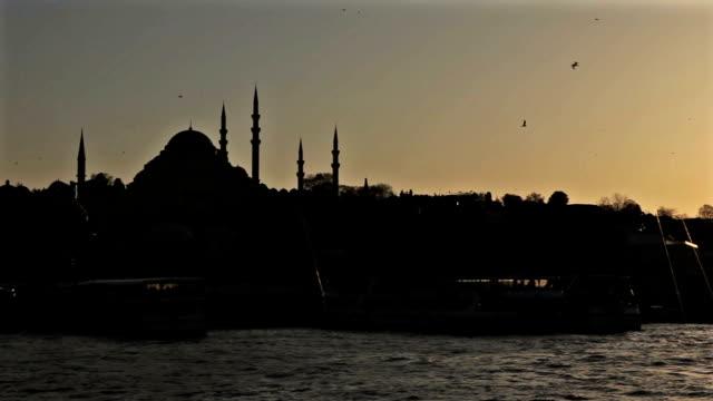 ガラタ橋からもすぐ近く - イスタンブール 金角湾点の映像素材/bロール