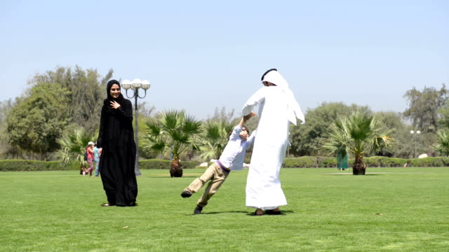 panning: emirati family in the park - middle eastern ethnicity stock videos & royalty-free footage
