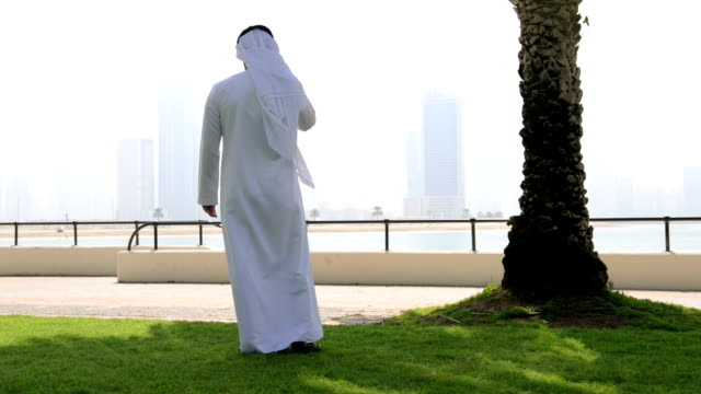 emirati man on the phone - middle eastern ethnicity stock videos and b-roll footage