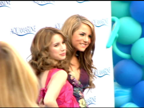 stockvideo's en b-roll-footage met emma roberts and jojo at the 'aquamarine' premiere on february 26, 2006. - turquoise