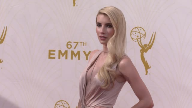 vídeos y material grabado en eventos de stock de emma roberts at the 67th annual primetime emmy awards at microsoft theater on september 20, 2015 in los angeles, california. - 2015