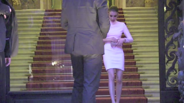 stockvideo's en b-roll-footage met emma roberts in a very sexy white dress at 2013 versace haute couture show in paris paris, france 30th june 2013 - witte jurk