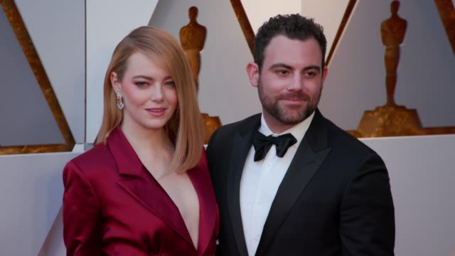 vídeos de stock e filmes b-roll de emma stone and guest at 90th academy awards arrivals 4k footage at dolby theatre on march 04 2018 in hollywood california - cerimónia dos óscares