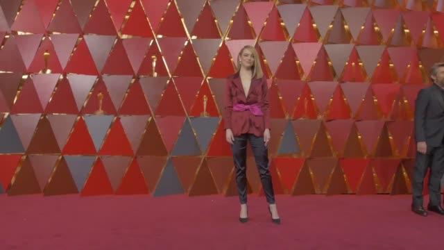 emma stone at dolby theatre on march 04, 2018 in hollywood, california. - 年次イベント点の映像素材/bロール