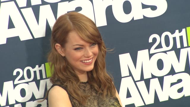 emma stone at the 2011 mtv movie awards at los angeles ca. - mtvムービー&tvアワード点の映像素材/bロール