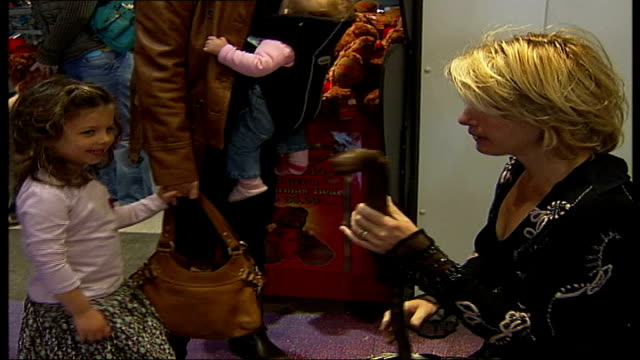 emma thompson at 'hope at hamleys' celebrity event thompson puts denture back in chatting to children and parents / thompson walking through children... - emma thompson video stock e b–roll