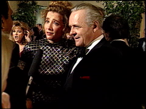 vídeos de stock e filmes b-roll de emma thompson at the 1993 golden globe awards at the beverly hilton in beverly hills california on january 23 1993 - 1993
