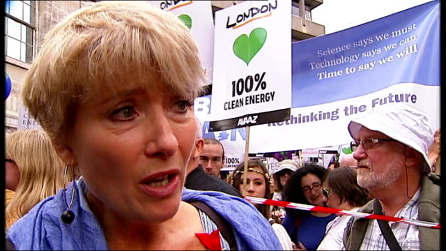 emma thompson leads the people's climate march; emma thompson interview sot - エマ・トンプソン点の映像素材/bロール