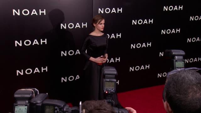 "emma watson at ""noah"" new york premiere - arrivals at ziegfeld theater on march 26, 2014 in new york city. - 黒のドレス点の映像素材/bロール"