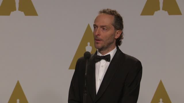 vídeos y material grabado en eventos de stock de speech emmanuel lubezki at the 87th annual academy awards press room at dolby theatre on february 22 2015 in hollywood california - teatro dolby