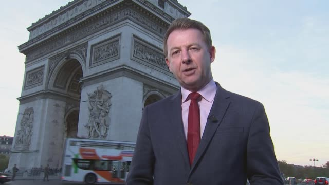 stockvideo's en b-roll-footage met emmanuel macron steers wwi centenary commemoration towards 'celebration of peace' france paris ext reporter to camera vox pops day gvs tomb of the... - oorlogsmonument