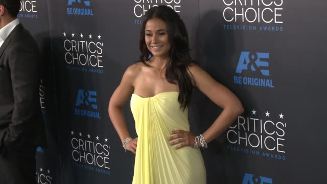 emmanuelle chriqui at the 2015 critics' choice television awards at the beverly hilton hotel on may 31, 2015 in beverly hills, california. - 放送テレビ批評家協会賞点の映像素材/bロール