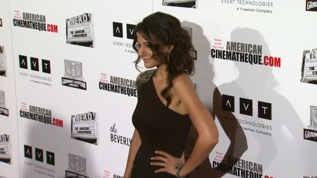 vídeos y material grabado en eventos de stock de emmanuelle chriqui at the the 25th annual american cinematheque award honoring robert downey jr at beverly hills ca - american cinematheque