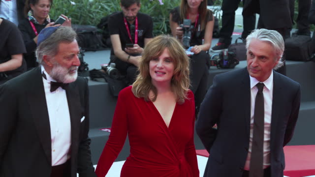 emmanuelle seigner at closing ceremony red carpet 76th venice film festival on september 07 2019 in venice italy - 76th venice film festival 2019点の映像素材/bロール