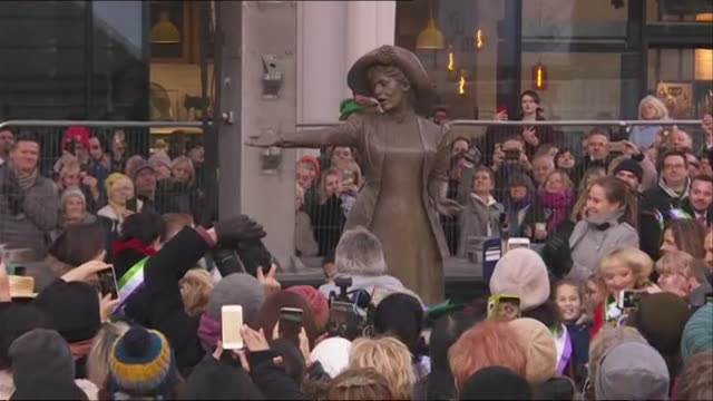 vídeos de stock e filmes b-roll de emmeline pankhurst statue unveiled in manchester leader of the british suffragette movement - escultura