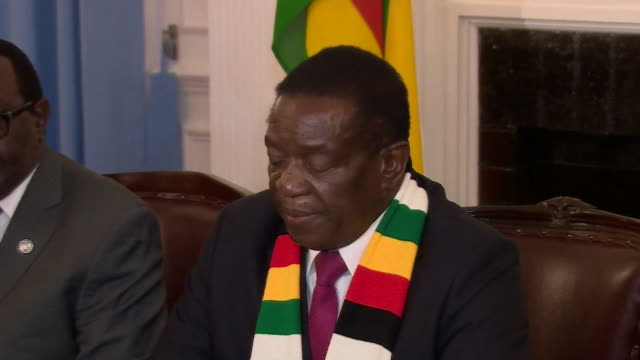 stockvideo's en b-roll-footage met emmerson mnangagwa of the zanu pf party addresses his political rival nelson chamisa after winning the 2018 zimbabwe presdidential election - democratie