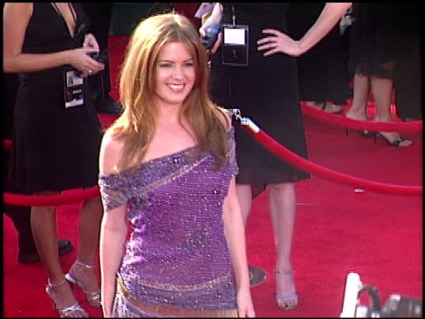 emmy awards 2005 entrances cam a2 at the 2005 emmy awards entrances at the shrine auditorium in los angeles california on september 18 2005 - 2005 stock videos & royalty-free footage