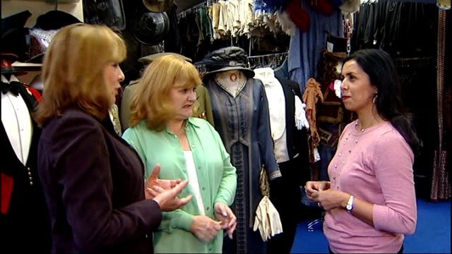 emmy awards 2012 setup shot actresses lesley nicol and phyllis logan with reporter lesley nicol interview sot they know how to write them but she... - emmy awards stock-videos und b-roll-filmmaterial