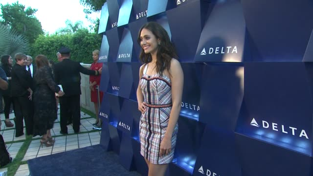 vídeos de stock, filmes e b-roll de emmy rossum at delta air lines hosts an evening of elevation featuring celebrity guests and la influencers in beverly hills 08/15/13 emmy rossum at... - emmy rossum