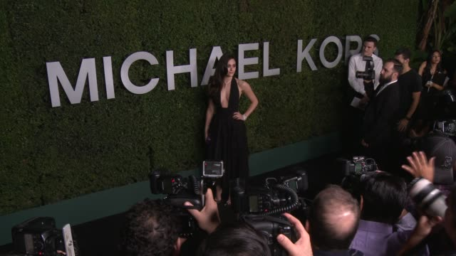 vídeos de stock, filmes e b-roll de emmy rossum at michael kors celebrates the launch of claiborne swanson frank's young hollywood on october 02 2014 in beverly hills california - emmy rossum
