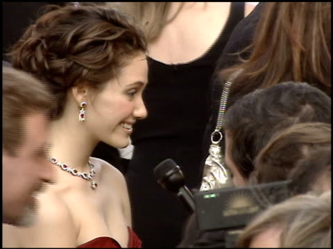stockvideo's en b-roll-footage met emmy rossum at the 2005 academy awards at the kodak theatre in hollywood, california on february 27, 2005. - 77e jaarlijkse academy awards