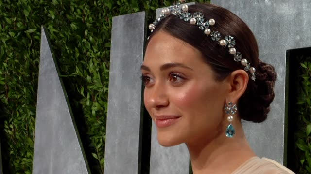 vídeos de stock, filmes e b-roll de emmy rossum at the 2013 vanity fair oscar party hosted by graydon carter emmy rossum at the 2013 vanity fair oscar party at sunset tower on february... - emmy rossum