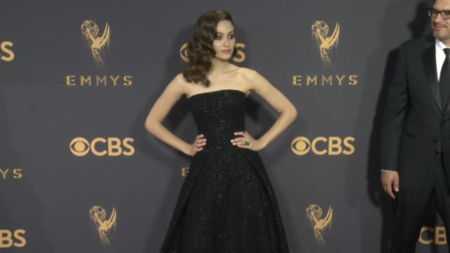vídeos de stock, filmes e b-roll de emmy rossum at the 69th annual primetime emmy awards at microsoft theater on september 17 2017 in los angeles california - emmy rossum