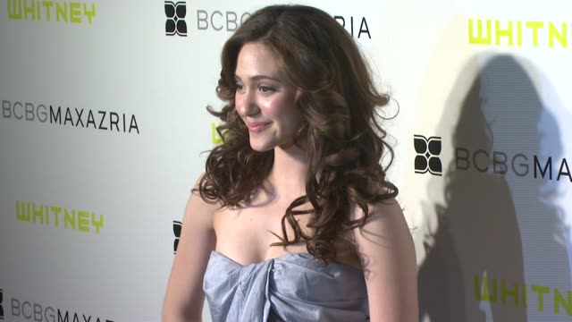 vídeos de stock, filmes e b-roll de emmy rossum at the whitney contemporaries host art party benefiting the whitney museum of american art's independent study program at skylight in new... - emmy rossum