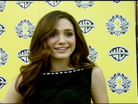 vídeos de stock, filmes e b-roll de emmy rossum on the tweety clutch she's carrying why she likes tweety tweety's highfashion debut in beverly hills what she's carrying in her evening... - emmy rossum