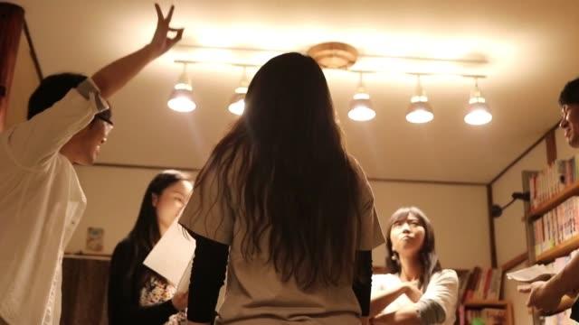 vídeos de stock, filmes e b-roll de série emocional - teatro amador