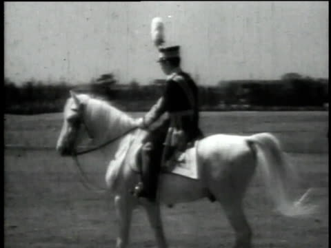 ws emperor hirohito and troops riding horses - kaiser hirohito von japan stock-videos und b-roll-filmmaterial