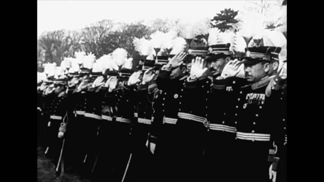 emperor hirohito / japanese officers saluting / japanese tank troops on move - 皇帝点の映像素材/bロール
